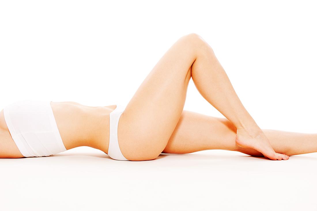 Kobieta bez cellulitu na nogach